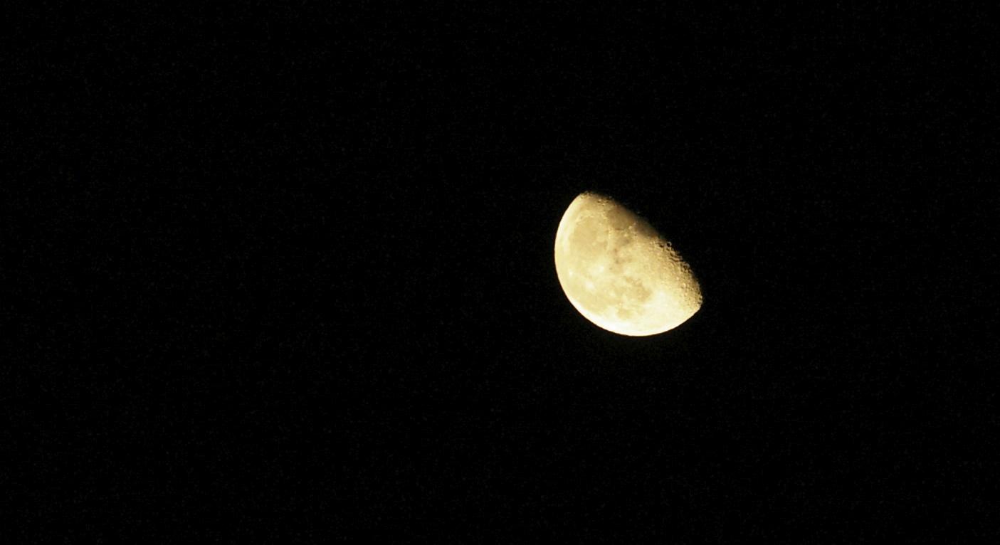waning moon rising